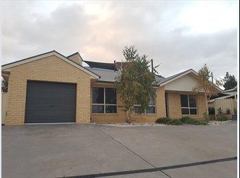 EasyRoommate AU - Fully furnished house and bedroom.  - Golden Square, Bendigo - $160 pw
