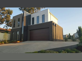 EasyRoommate AU - Room available in modern townhouse close to town and University. - Bendigo, Bendigo - $179 pw