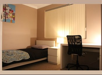 EasyRoommate AU - Single Room with Walk-in-Robe Available, Iluka - $175 pw