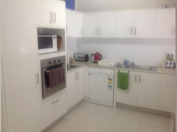 EasyRoommate AU - Great unit in the best location, Gold Coast - $210 pw