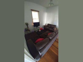 EasyRoommate AU - 3 bedroom house with city views , Paddington - $185 pw