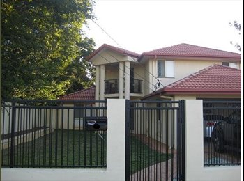EasyRoommate AU - EXCELLENT LOCATION, CLOSE TO PUBLIC TRANSPORT, NICE TWO STOREY HOUSE, Sunnybank - $160 pw