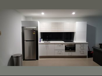 EasyRoommate AU - Modern Apartment - Supersized Study, Bundall - $100 pw