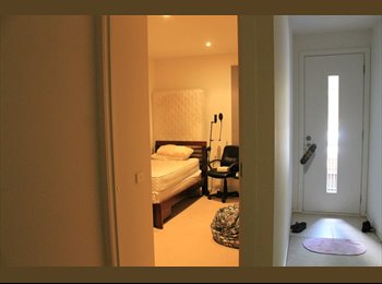 EasyRoommate AU - Room For Rent ! Available NOW. Price is negotiable., North Melbourne - $250 pw