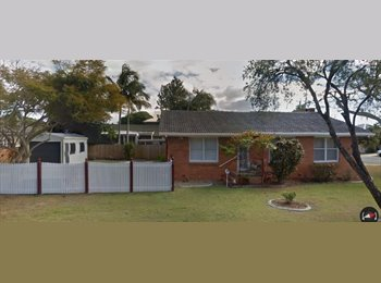 EasyRoommate AU - Cute modernised cottage - looking for quiet student or professional, Southport - $250 pw