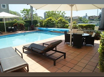 EasyRoommate AU - Luxurious Female Share-room (free transport to city), Kangaroo Point - $150 pw