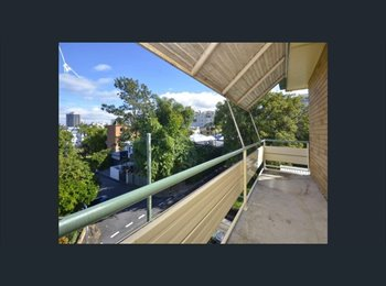 EasyRoommate AU - Quiet, large, bright room with city views 25mins walk to city, New Farm - $200 pw