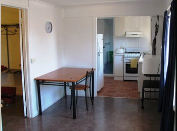 EasyRoommate AU - THE CASTLE, Cairns North - $220 pw