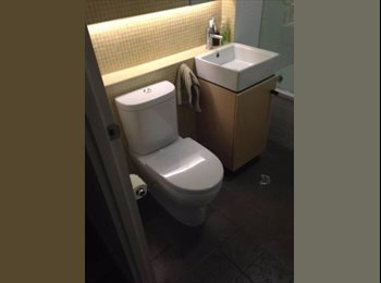 EasyRoommate AU - 1 Bedroom (with ensuite) in a 2 bedroom, 2 bathroom apartment in Southbank, Southbank - $255 pw