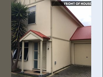 EasyRoommate AU - FULLY FURNISHED TWO BEDROOM HOUSESHARE - $180, Ascot Park - $180 pw