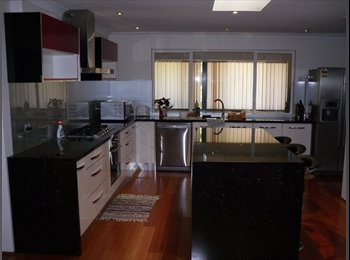 EasyRoommate AU - URGENT!!120 per week rent room Willetton New house- safe location, Willetton - $120 pw