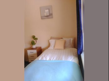 Rent negotiable for rooms in lean and calm home in Flinders...