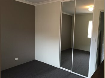 EasyRoommate AU - Double Room in Very Spacious Townhouse, Joondalup - $200 pw