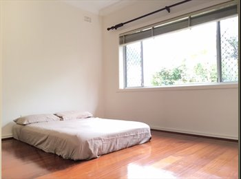 FULLY FURNISHED ROOMS FOR RENT IN MASCOT FR $280 PER WEEK!!