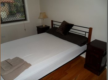 EasyRoommate AU - Griffith & UQ, air conditioned double room with its own bathroom, walk to everything, Robertson - $200 pw