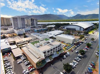UNIT FOR RENT in Cairns City close to the beach!!