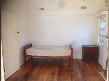 EasyRoommate AU - Preston Urban Farm Student House, Preston - $250 pw