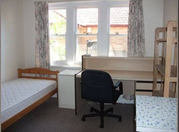 Single Sunny Room in Quiet Shared House at Epping