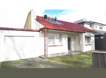 HOUSE MATE NEEDED & ROOM FOR RENT