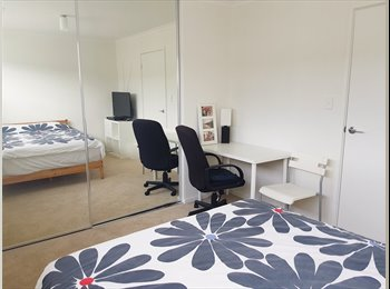 EasyRoommate AU - Fully inclusive & furnished double room in a beautiful & homely townhouse, Hendon - $190 pw