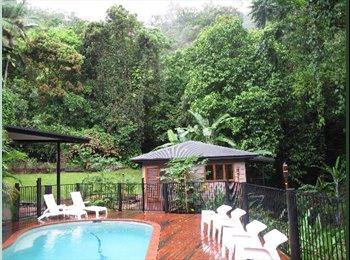 Cairns Leafy Stratford