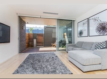 Room with ensuite in modern Norwood townhouse