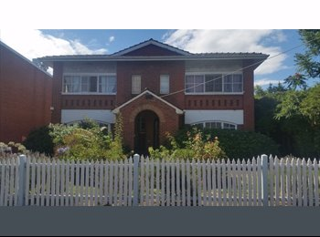 EasyRoommate AU - CARLISLE ST SUPREME LIVING - PERFECT FOR A GROUP OF FRIENDS!, Melbourne - $1,700 pw