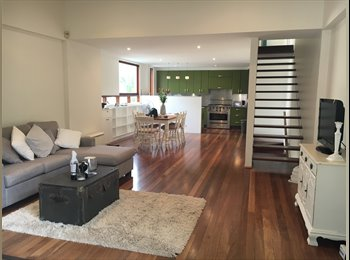 Within seconds to Coogee Beach, Master Ensuite Bedroom...