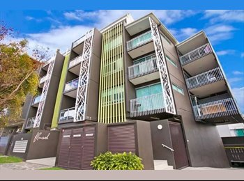 EasyRoommate AU - URGENT - 1 bd Apt only 200m from QUT, inner city busway to UQ, convenient and tidy!, Red Hill - $375 pw