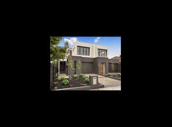 EasyRoommate AU - Bran New Townhouse !!, Hampton - $350 pw
