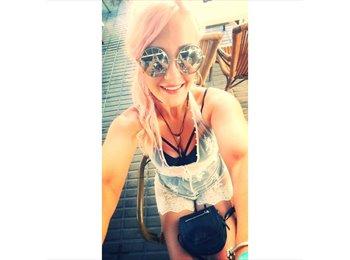 Laura Smith - 22