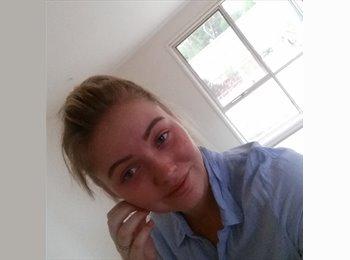 EasyRoommate AU - Claire Baylis - 18 - Southport