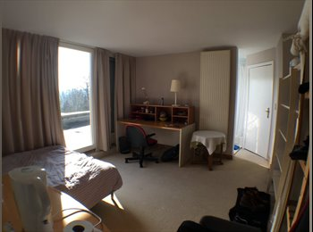 LARGE COMFORTABLE Double bed Room/Private bathroom/parking....