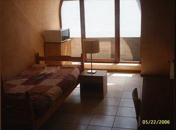 Appartager BE - chambre meublée dans grand duplex avec balcon - Jette, Bruxelles-Brussel - 450 € / Mois