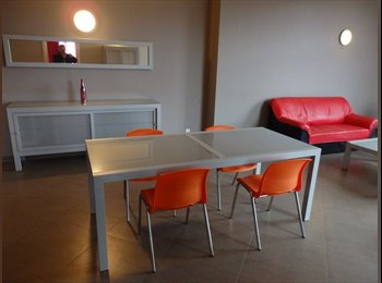 Appartager BE - A PARTIR DU 1 AVRIL... COLOCATION  A  CHARLEROI PRES AEROPORT ET MARIE CURIE, Charleroi - 300 € / Mois