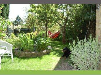 Appartager BE -  CHAMBRES  dans  maison située dans un grand parc., Charleroi - 400 € / Mois