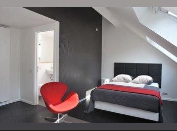 Grande chambre ensoleillée, calme, douche privée