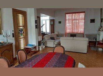 Appartager BE - MAISON DE MAITRE DE STANDING SPACIEUSE, Charleroi - 435 € / Mois