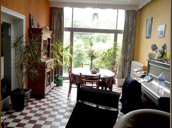 Appartager BE - Grande chambre dans maison confortable, Tournai - 300 € / Mois