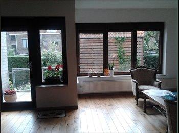 Kamer te huur in ruim huis voor korte verblijfperiodes /...