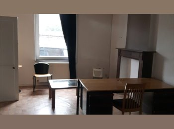 Appartager BE - Maison au calme, comprenant 4 chambres à 5 minutes du centre de Namur, en face d'un parc , Namur - 300 € / Mois