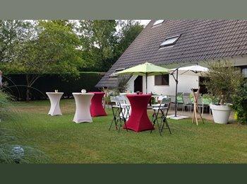 Appartager BE - Grande chambre dans villa   à  proximite de l'UCL , Wezembeek-Oppem - 520 € / Mois