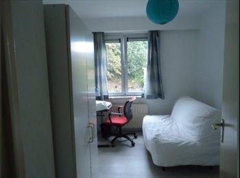 Appartager BE - Une grande et petite 2 chambres 640€  charge+internet tout inclus pour une personne. , Watermael-Boitsfort - 640 € / Mois