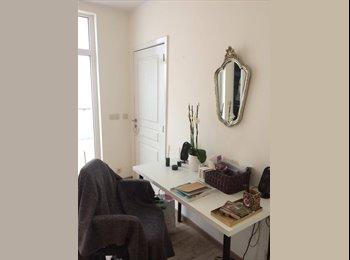 Belle chambre avec salle de bain privatisée en colocation