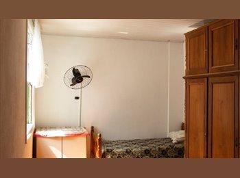 FAMÍLIA-Aluga quartos ,PAR A 3 P. Nao pensão,550