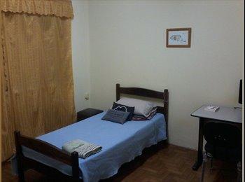 EasyQuarto BR - Suite com garagem - São José dos Campos, São José dos Campos - R$ 500 Por mês