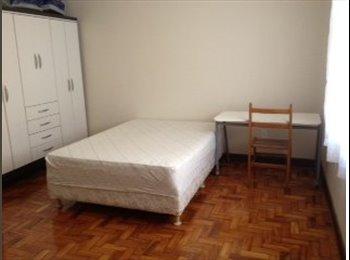 Alugo quarto mobiliado em apartamento em Pinheiros