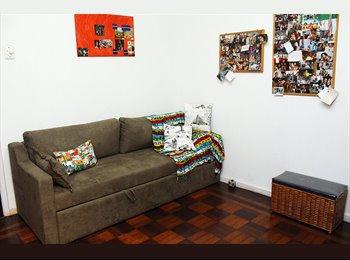 EasyQuarto BR - Quarto Grande, Arejado e mobiliado - Bairro de Fátima, Rio de Janeiro (Capital) - R$ 1.150 Por mês