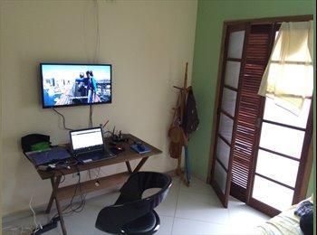 Alugo quarto e  suíte individual c/ vaga garagem