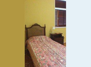 EasyQuarto BR - Bedroom in Laranjeiras - Family House - Laranjeiras, Rio de Janeiro (Capital) - R$ 1.400 Por mês